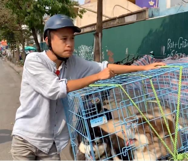 Chàng trai nghèo làm shipper bán chó cưng, đổi đời thành YouTuber triệu view là ai?-1