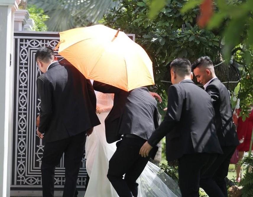Tóc Tiên - Hoàng Touliver và những hôn lễ bí mật trong showbiz Việt-8