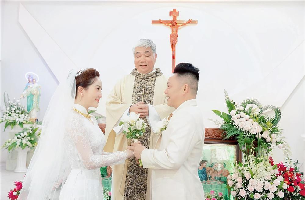 Tóc Tiên - Hoàng Touliver và những hôn lễ bí mật trong showbiz Việt-9