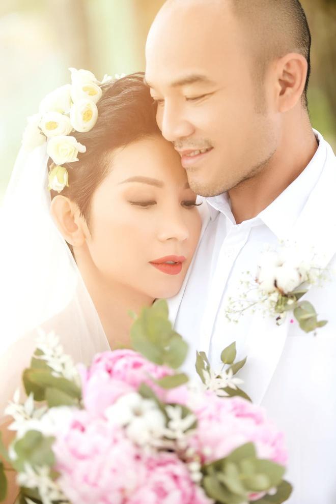 Tóc Tiên - Hoàng Touliver và những hôn lễ bí mật trong showbiz Việt-12