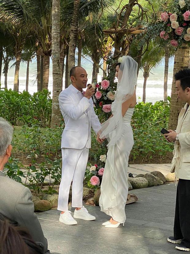 Tóc Tiên - Hoàng Touliver và những hôn lễ bí mật trong showbiz Việt-14