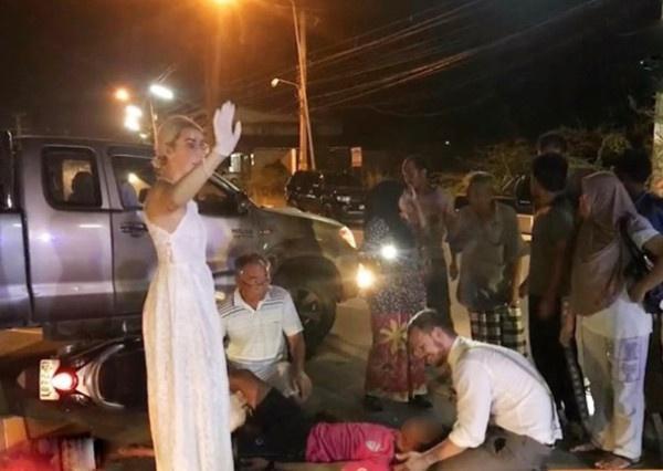 Cô dâu, chú rể dừng xe, giúp người tai nạn trên đường tới hôn lễ-1