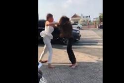 Clip 'hỗn chiến' của 2 hotgirl giữa phố: 'Con giáp 13' bị đánh bay tóc giả