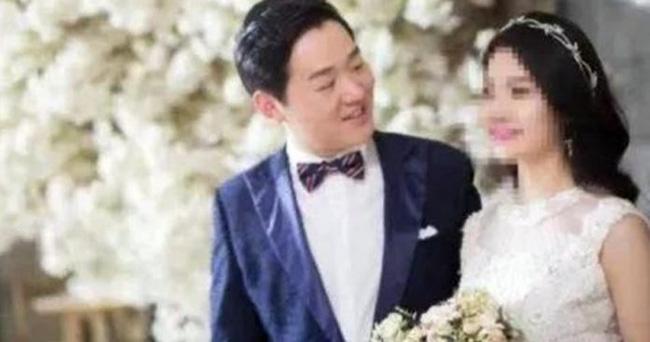 Hoãn lịch cưới để chống dịch Covid-19, thiệp chưa kịp gửi bác sĩ Vũ Hán đã qua đời trong sự tiếc thương của mọi người-1