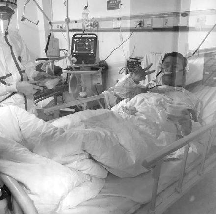 Hoãn lịch cưới để chống dịch Covid-19, thiệp chưa kịp gửi bác sĩ Vũ Hán đã qua đời trong sự tiếc thương của mọi người-2
