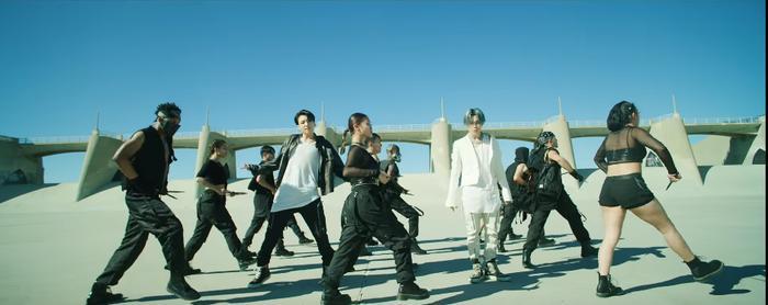 BTS chính thức xuất kích cùng quân đoàn hùng hậu, thể hiện đẳng cấp vũ đạo mãn nhãn xứng danh nhóm nhạc hàng đầu Kpop-3