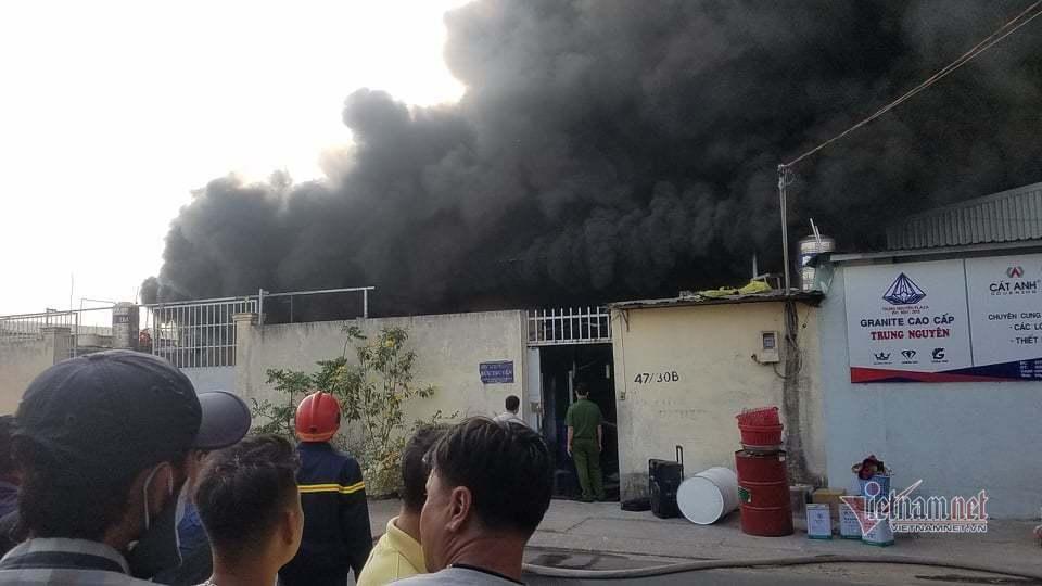 Cháy lớn nhà xưởng, khói đen kín đặc ngoại ô Sài Gòn-3