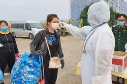 Quảng Ninh đưa 73 công dân về cách ly tại trường quân đội