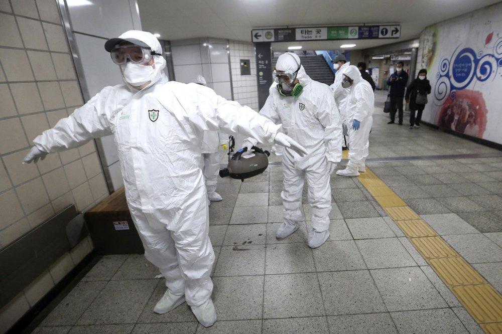 Ca nhiễm tăng chóng mặt, Hàn Quốc thành mặt trận mới chống Covid-19-1