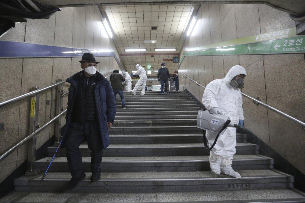 Ca nhiễm tăng chóng mặt, Hàn Quốc thành mặt trận mới chống Covid-19-2