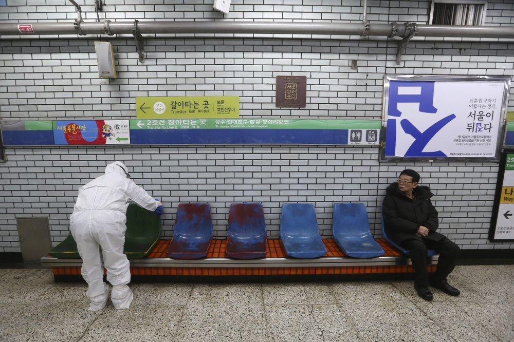 Ca nhiễm tăng chóng mặt, Hàn Quốc thành mặt trận mới chống Covid-19-3