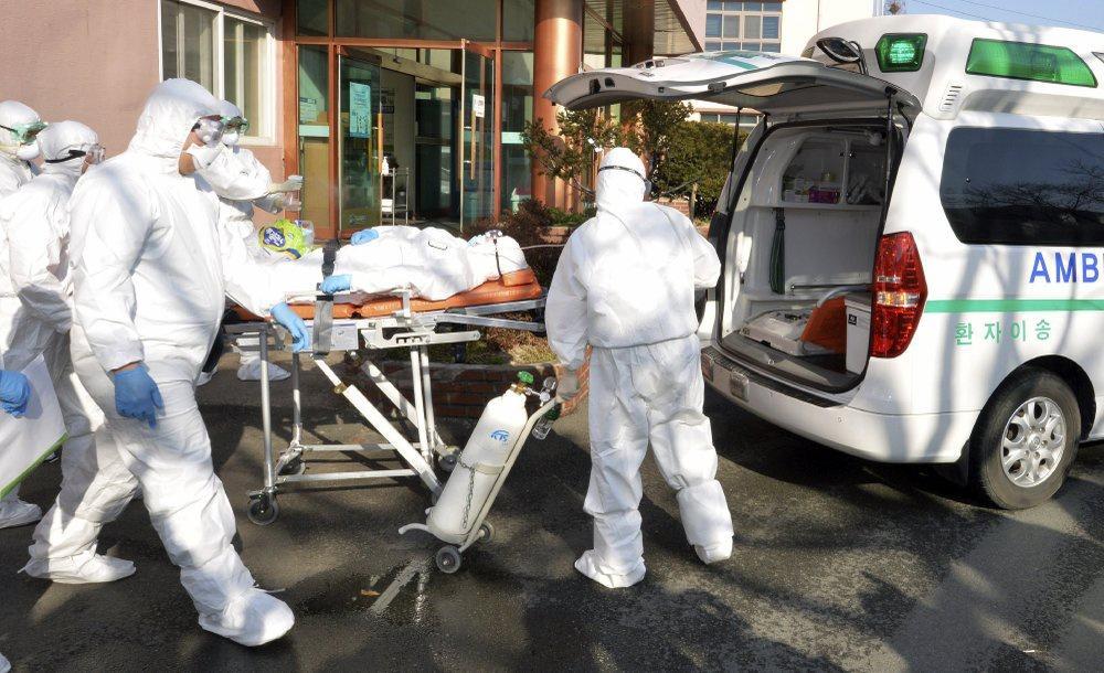 Ca nhiễm tăng chóng mặt, Hàn Quốc thành mặt trận mới chống Covid-19-4