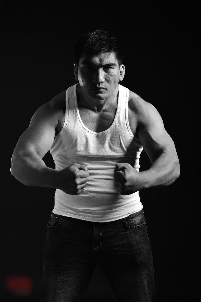 Ngất ngây màn đấu võ 1 chọi 7 của HHen Niê chỉ sau 1 tuần tập luyện-5