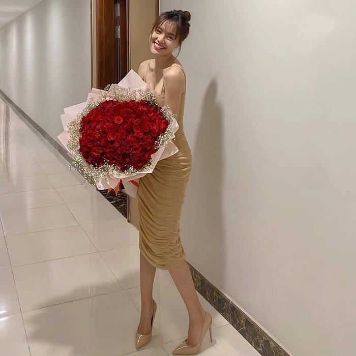 Lộ căn phòng lãng mạn, trải đầy hoa hồng của Lan Ngọc - Chi Dân mừng ngày Valentine?-2