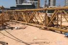 Cẩu tháp sập đè chết 3 người ở Bình Dương