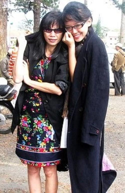Vì sao mẹ ruột Tóc Tiên không về Việt Nam dự lễ cưới con gái?-3