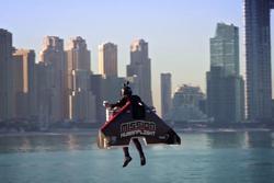 Bay quanh Dubai bằng bộ đồ phản lực