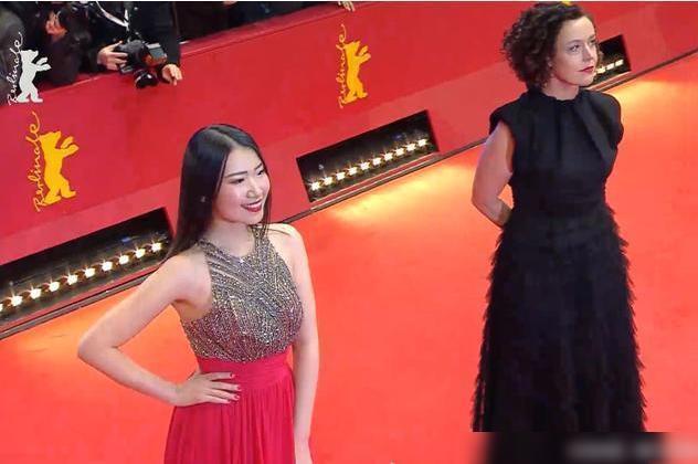 Nữ diễn viên Trung Quốc bị chỉ trích vì tạo dáng 60 phút trên thảm đỏ-2
