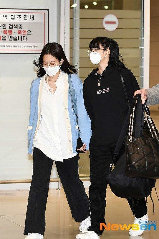 Fan Jennie gây tranh cãi vì hành động thô lỗ với Lisa-1