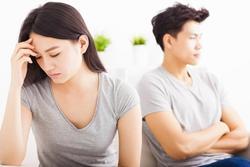 Nhờ dịch Covid-19, vợ trẻ TQ mới nhận ra sự tàn nhẫn của chồng