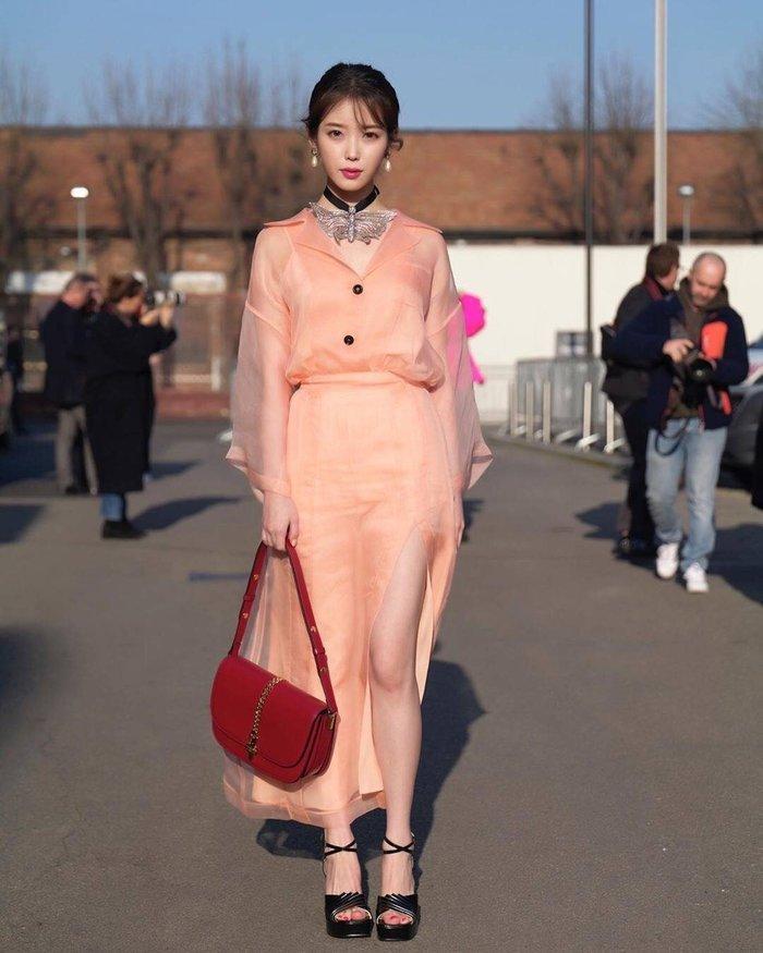 Mặc váy hàng hiệu xa xỉ, IU bị Knet chê bai còn thua mặc đồ rẻ tiền-4