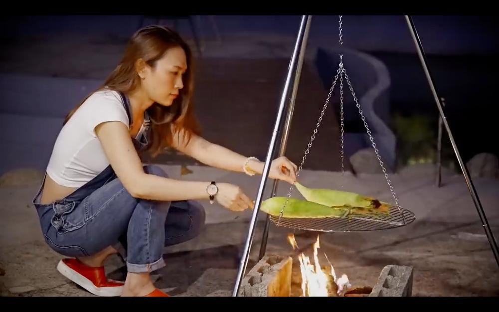 Mỹ Tâm ra MV trổ tài nướng bắp, diễn sâu thế vẫn bị fan soi ra chi tiết lạ lùng!-6