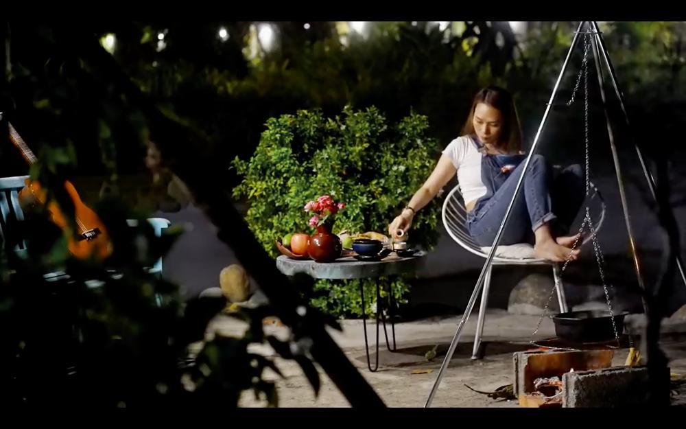 Mỹ Tâm ra MV trổ tài nướng bắp, diễn sâu thế vẫn bị fan soi ra chi tiết lạ lùng!-8