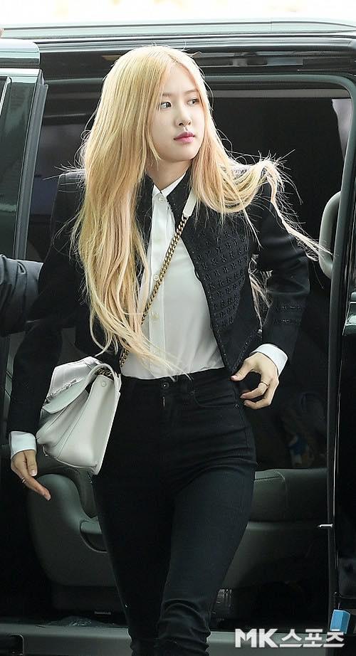 Rosé (BlackPink) mặc áo khoác hơn 100 triệu đồng ra sân bay-1