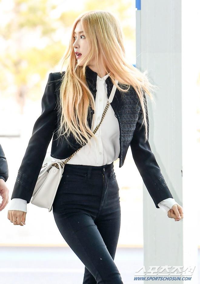 Rosé (BlackPink) mặc áo khoác hơn 100 triệu đồng ra sân bay-2