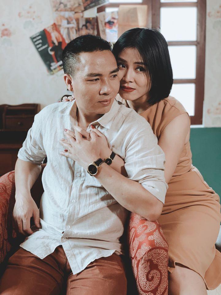 Tròn 2 năm ngày lừa nhau chui đầu vào rọ, MC Hoàng Linh tung loạt ảnh cực nóng bên chồng-3