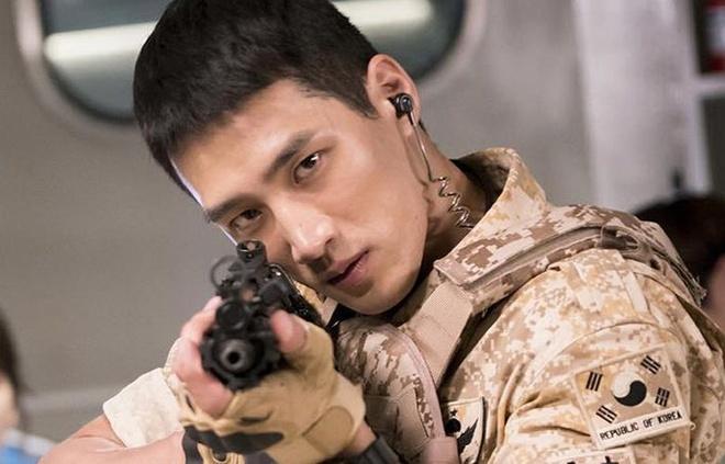 Thiếu gia bất tài của Tầng lớp Itaewon từng yêu thầm Song Hye Kyo-6