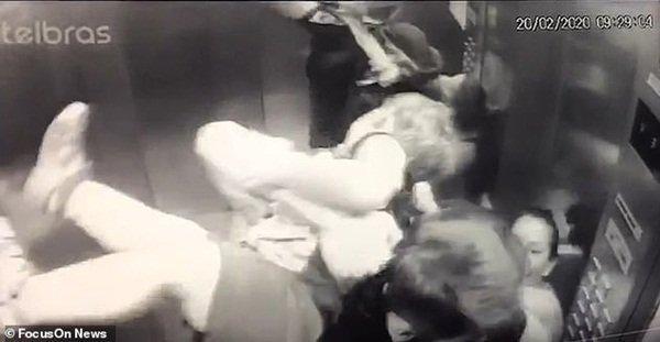 Clip: Con chó pitbull lừng lững lao vào thang máy tấn công em bé 18 tháng, bảo mẫu không kịp trở tay-5