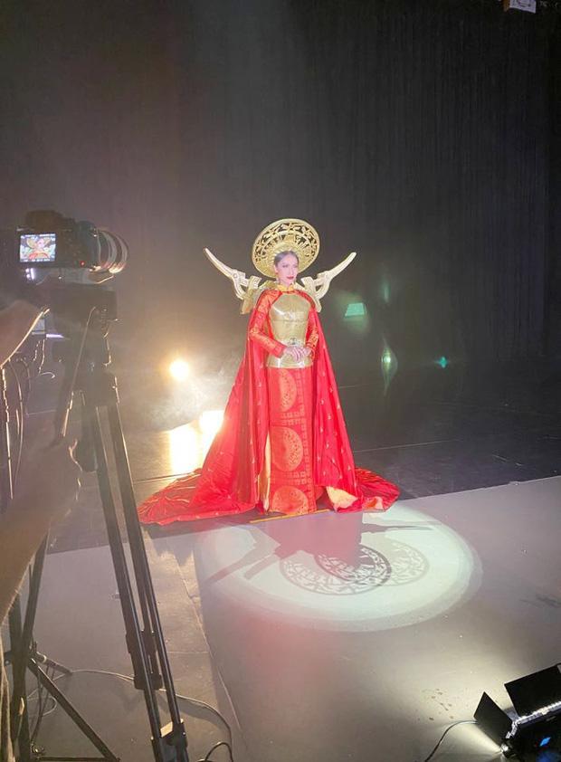 Hoài Sa trong áo dài, ngoài áo giáp như nữ chiến binh tại Hoa hậu Chuyển giới quốc tế 2020-5