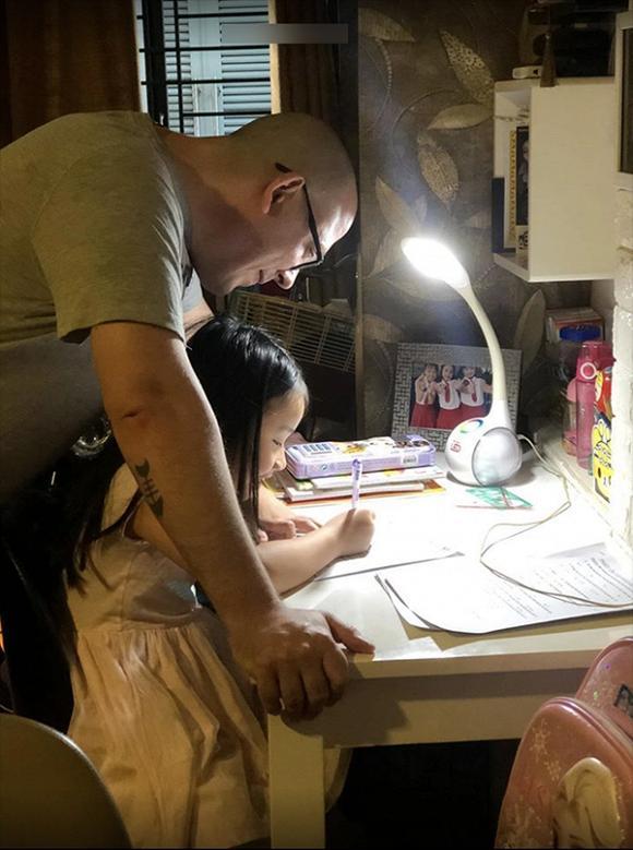 Vợ cũ MC Thành Trung hạnh phúc vì con gái yêu quý bạn trai mới như người thân trong gia đình-2