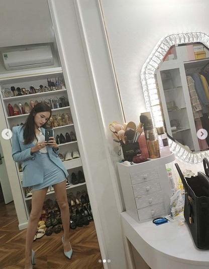 Thiếu photoshop, đôi chân của Hương Giang lộ nguyên hình... que củi-2