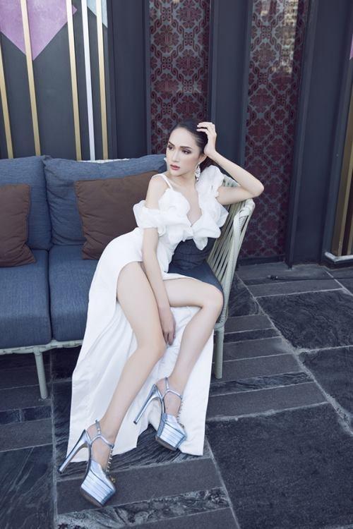 Thiếu photoshop, đôi chân của Hương Giang lộ nguyên hình... que củi-5