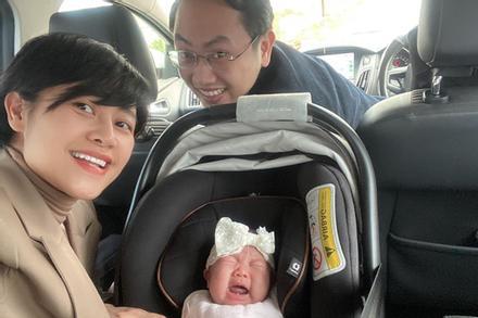 Vừa trót khoe ảnh con gái 3 tháng tuổi, MC Phí Linh bị 'hội bỉm sữa' công khai nhắc nhở