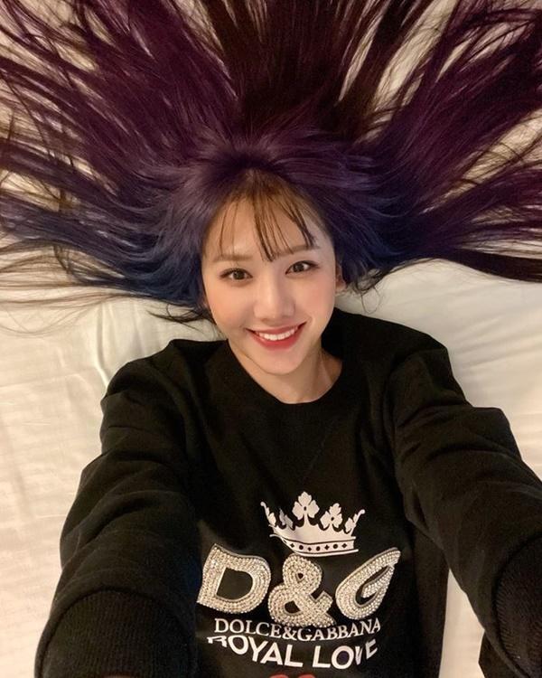 Hari Won khiến fan bất ngờ khi chơi hẳn tóc ombre tông tím lịm chất hơn nước cất-1