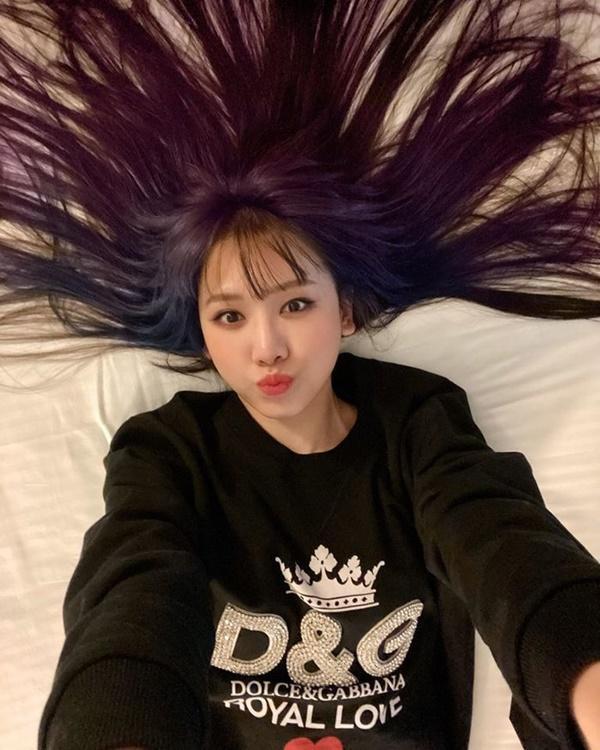Hari Won khiến fan bất ngờ khi chơi hẳn tóc ombre tông tím lịm chất hơn nước cất-2