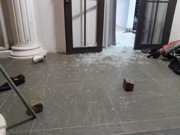 CLip: Nhóm côn đồ cầm hung khí tấn công biệt thự của Chủ tịch công ty bất động sản ở Đà Nẵng-1