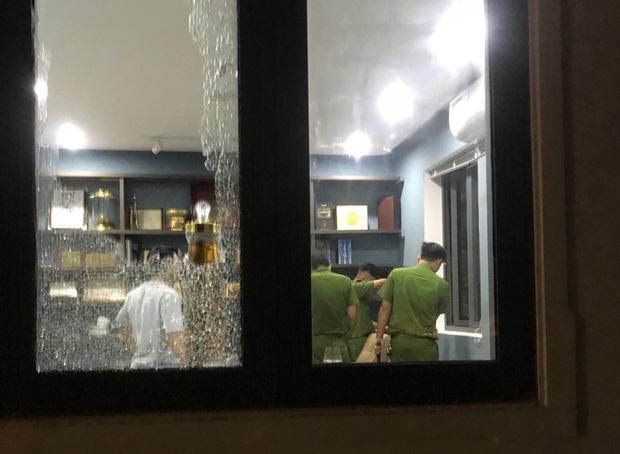 CLip: Nhóm côn đồ cầm hung khí tấn công biệt thự của Chủ tịch công ty bất động sản ở Đà Nẵng-2
