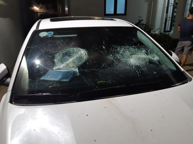 CLip: Nhóm côn đồ cầm hung khí tấn công biệt thự của Chủ tịch công ty bất động sản ở Đà Nẵng-3
