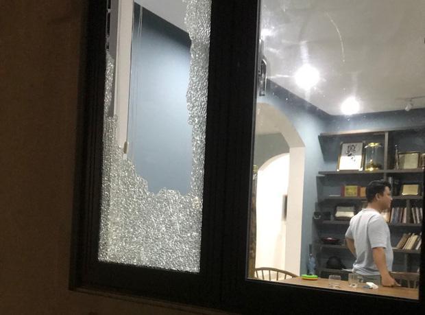 CLip: Nhóm côn đồ cầm hung khí tấn công biệt thự của Chủ tịch công ty bất động sản ở Đà Nẵng-5