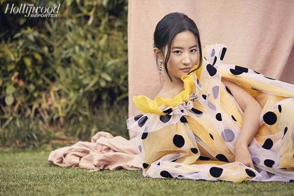 Lưu Diệc Phi chia sẻ sự khổ cực khi vào vai Mộc Lan trên tạp chí Mỹ-2