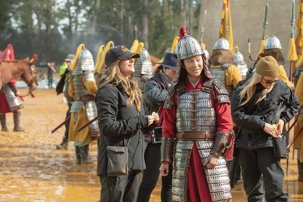 Lưu Diệc Phi chia sẻ sự khổ cực khi vào vai Mộc Lan trên tạp chí Mỹ-7