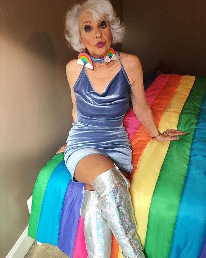 Bà lão 92 tuổi nổi tiếng nhờ ăn mặc cá tính, sexy như giới trẻ-2