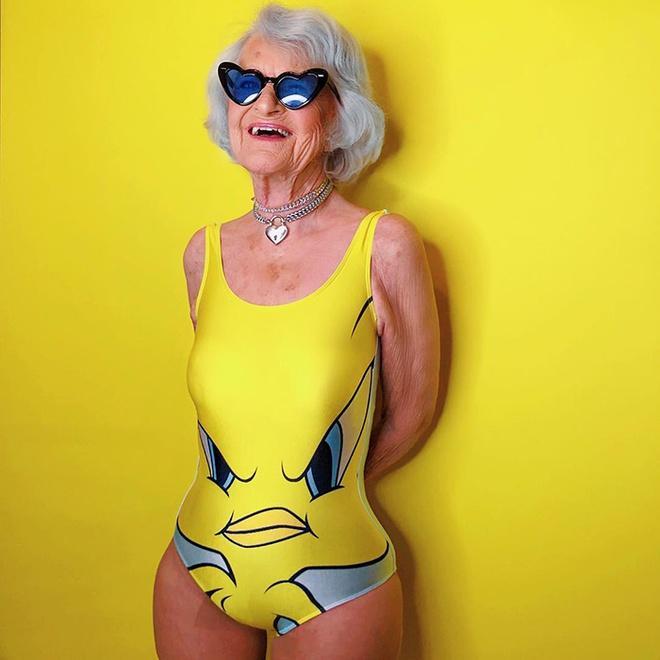 Bà lão 92 tuổi nổi tiếng nhờ ăn mặc cá tính, sexy như giới trẻ-4