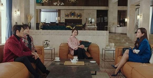 Son Ye Jin sang chảnh với bộ đầm Chanel 240 triệu nhưng Jennie (Black Pink) còn gây chú ý hơn bởi điều này!-1