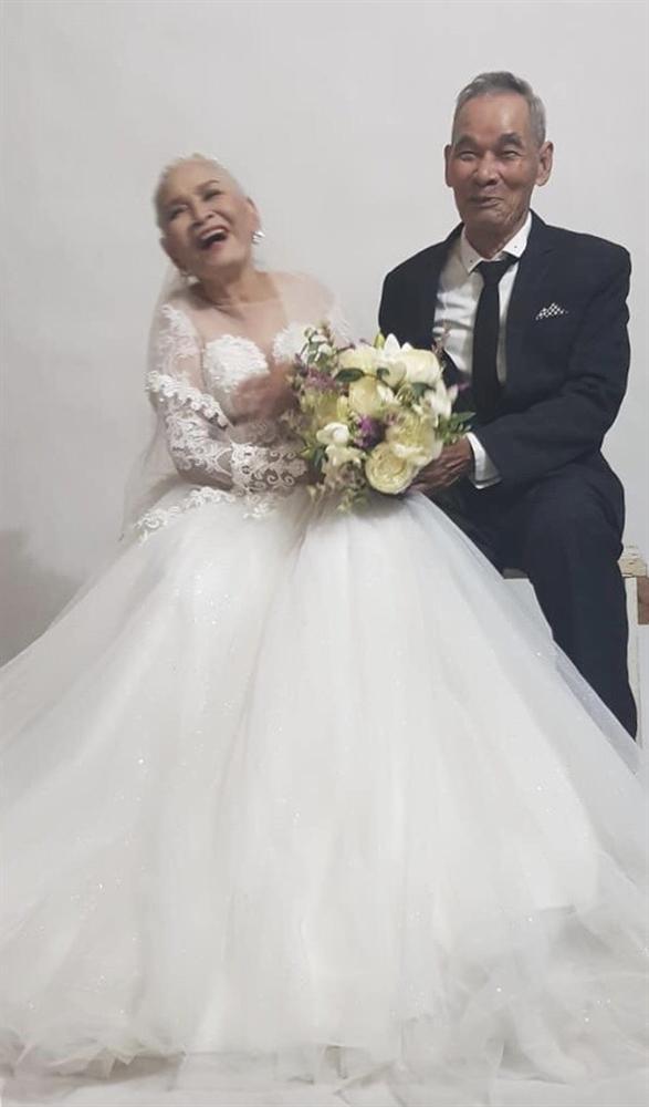Bộ ảnh cưới đặc biệt của hai cụ già U80 khiến dân mạng nhiệt tình thả tim-2