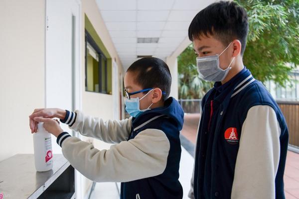 Nhiều tỉnh thông báo học sinh THPT đi học trở lại từ ngày 2/3-1